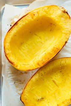 How to Cook Spaghetti Squash (The Best Way! How to Cook Spaghetti Squash (The Best Way!) Recipes Here's the best way to cook spaghetti squash! Cut it in half, scoop out the seeds, rub a little. Squash In Oven, Baked Squash, How To Cook Squash, Vegetable Recipes, Vegetarian Recipes, Cooking Recipes, Healthy Recipes, Cooking Games, Cooking Pork