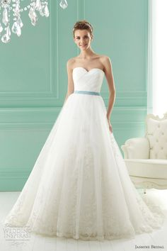 love the tulle, sweetheart cut, court train and green sash <3 hmm this would look a lil' princessy coupled with a tiara.