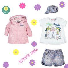Mas mona imposible!Camiseta, short, gorrito y cortavientos reversible de Boboli en tonos rosa y con estampados florales!