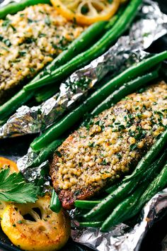 So fast and easy to make! Lemon parmesan garlic salmon and green beans in foil packets cooked over the grill or in the oven.