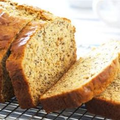 Banana Foster Bread from Cooking Light Low Fat Banana Bread, Healthy Banana Bread, Banana Bread Recipes, Banana Foster, Ww Recipes, Great Recipes, Favorite Recipes, Protein Bread, Quinoa Protein