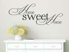 Hier finden Sie das liebevoll designte Wandtattoo Home Sweet Home als dekorative Wandgestaltungsidee für ein ansprechend gestaltetes Zuhause.