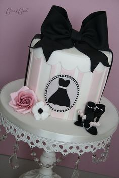A dress cameo with the biggest black ribbon ever, on the pale pink and white hat box cake. And aren't those mini black high heels too cute?