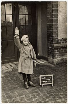 Alice Rosenthal, a Jewish girl, is forced to give a Hitler salute for her school photograph - Wiesbaden, Germany, She immigrated to the United States in July 1936 on board the S. Manhattan and came to New York. Women In History, World History, Vintage Photographs, Vintage Photos, A Little Night Music, Religion, Jewish Girl, Lest We Forget, Interesting History