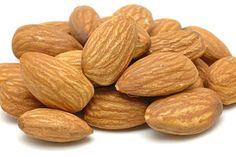 Beneficios de las almendras en nuestra salud Las almendras son reconocidas como uno de los frutos secos más nutritivos y además de tener un delicioso sabor son muy beneficiosas para la salud, ya que ayudan a prevenir muchas enfermedades.