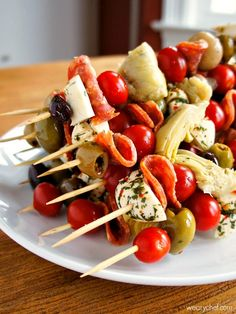An Easy Party Food! With Marinated Artichoke Hearts, Mushrooms, Grape Tomatoes, Olives, Fresh Mozzarella Cheese, Sliced Salami Christmas Appetizers, Finger Food Appetizers, Appetizers For Party, Appetizer Dips, Appetizer Recipes, Italian Appetizers, Dinner Parties, Party Recipes, Finger Foods