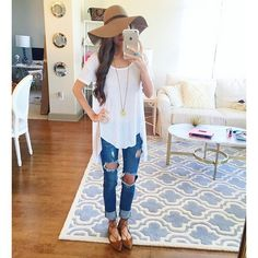 New Fashion Summer Outfits Casual Ripped Jeans 46 Ideas - Christmas Deesserts Casual Summer Outfits, Spring Outfits, Jean Outfits, Cute Outfits, Ripped Jeans Outfit, Trends, White Tees, Swagg, Spring Summer Fashion