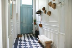 Small Entrance, House Entrance, Hallway Inspiration, Home Decor Inspiration, Victorian Terrace Hallway, Entry Stairs, Entry Hallway, England Houses, Decoration Entree