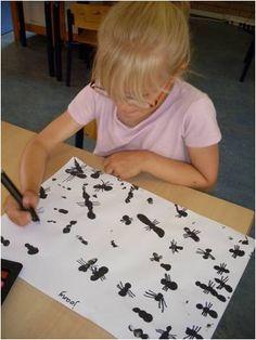 * Met vingers stempelen van het driedelige lijf van heel veel mieren. De poten maken ze er later bij! Ze tellen hierbij steeds groepjes van 3 of.....