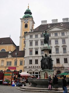 Platz Am Schottenkirche - Vienna, Austria Cool Places To Visit, Places To Go, Danube River Cruise, Monuments, Central And Eastern Europe, Austria Travel, European Travel, Vienna, Viajes