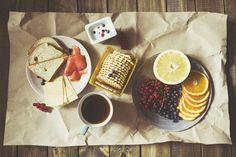 Fot. Pexels / [url=https://www.pexels.com/photo/bread-food-wood-coffee-86753/]Anastasia Zehenina[/url] / [url=https://www.pexels.com/photo-license/]CC0 License[/url]