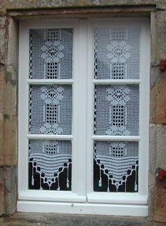 Rideaux au crochet fait main : Pulls, gilets par labergere Filet Crochet, Crochet Doily Rug, Crochet Headband Pattern, Crochet Curtains, Lace Curtains, Crochet Home, Thread Crochet, Knit Crochet, Curtain Patterns