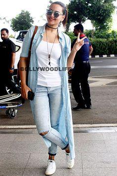 Sonakshi Sinha clicked outside Mumbai aiport