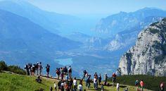 Andalon viehättävä kylä ja lähiympäristö tarjoavat aktiivisille lomailijoille monipuolisia harrastuksia. Vaihtelevilla patikka- ja pyöräilyreiteillä liikutaan vuorenhuippujen ja kristallinkirkkaiden järvien upeissa Dolomiittien maisemissa. #Dolomiitit #Andalo #Italia #Alpit #AurinkoAndalo #Aurinkomatkat