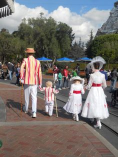 HA! I was at Disneyland this past October and I totally saw this family there!!! They were probably the cutest costumes that I've ever seen! The child hidden by the mother (Mary Poppins) was dressed as a PENGUIN! Adorable!