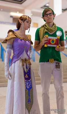 Hipster Zelda and Link The guy dressed up as Link kinda reminds me of one of my friends older brother. Link Cosplay, Video Game Cosplay, Epic Cosplay, Amazing Cosplay, Cosplay Ideas, Cool Costumes, Cosplay Costumes, Halloween Cosplay, Halloween Costumes