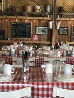 Ma cabane à sucre coup de coeur dans les Laurentides 🍎 Off to Montréal Table Settings, Sugar, Pea Soup, Confit Duck Leg, Duck Confit, Place Settings, Tablescapes