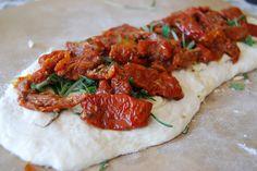 gefülltes baguette mit tomaten
