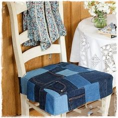 Are you looking for ideas to recycle old jeans? We have selected some of the best ideas we have found so you can be inspired and make your own crafts by recycling old jeans. Denim Furniture, Diy Garden Furniture, Diy Recycling, Denim Crafts, Bedroom Chair, Recycled Denim, Home And Deco, Interior Design, Decoration