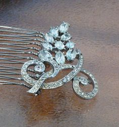 Fongère | Sparking antique brooch hand wrapped onto a metal comb