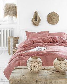 3 piece linen bedding set in Rust Pink. - 3 piece linen bedding set in Rust Pink. Bed Linen Sets, Linen Duvet, Bed Sets, Duvet Sets, Duvet Cover Sets, Rose Duvet Cover, Bedding Sets Online, Luxury Bedding Sets, Pink Bedding