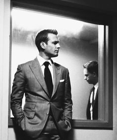 Harvey and Mike. Behind the Glass Now. What's Left for the BEST Closer? Serie Suits, Suits Tv Series, Suits Tv Shows, Harvey Specter Suits, Suits Harvey, Mike Suits, Gabriel Macht, Best Series, Best Tv Shows