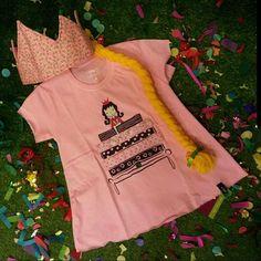 #Repost @desideescoletivo with @repostapp ・・・ A loja pop up @desideescoletivo fez uma seleção para que os pequenos possam se divertir no carnaval.  Escolhemos peças em malha ou algodão para dar muito conforto e também para serem usadas no dia-a-dia.  Batinha da Princesa e a Ervilha da @rabispixa e coroa com trança da @lojadanielasantos  Não esqueça de levar o kit carnaval des idées com confete e serpentina!! #desideescoletivo #popupstore #kitcarnavaldesidees #fantasiainfantil #carnaval2016…