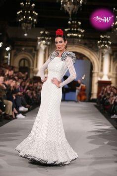 es - We Love Flamenco 2018 - José Hidalgo Spanish Dancer, Flamenco Dancers, Spanish Fashion, Fishtail, Our Love, Chelsea, Black And White, My Style, Wedding Dresses
