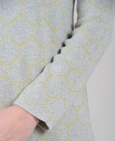 maglia girocollo in lana merino lavorazione jacquard motivo  ad esagoni