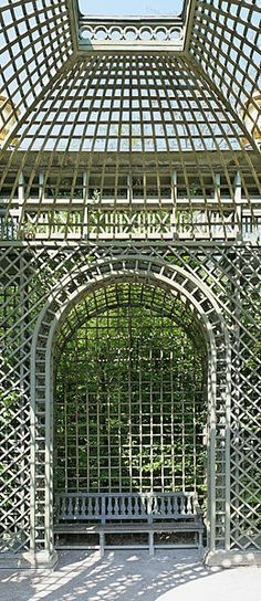 File:Parc de Versailles, Bosquet de l'Encelade, treillage 07 (niche).jpg
