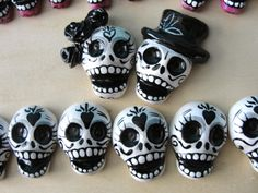 Day of the Dead Rockabilly by ArteDeMiFamilia on DeviantArt – Hobbies paining body for kids and adult Polymer Clay Halloween, Polymer Clay Projects, Polymer Clay Charms, Polymer Clay Creations, Polymer Clay Art, Diy Clay, Polymer Clay Jewelry, Clay Crafts, Crea Fimo