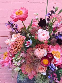 Learn about types of pink flowers and see pink flower images to help you find your perfect flower arrangements. Fresh Flowers, Colorful Flowers, Pink Flowers, Beautiful Flowers, Art Flowers, Marie's Wedding, Wedding Flowers, Foto Cv, Pink Flower Bouquet