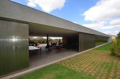 A Unibox® possui uma equipe técnica que oferece consultoria exclusiva para os mais reconhecidos escritórios de arquitetura do Brasil. A equipe técnica auxilia no desenvolvimento do projeto e o acompanha até a finalização e instalação das esquadrias.