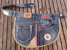 I love Jeans ! And a lot more I want to sew my own Jeans. Next Jeans Sew Along I'm going to reveal my professi Jean Crafts, Denim Crafts, Button Crafts, Diy Fashion, Ideias Fashion, Jean Apron, Denim Ideas, Recycled Denim, Recycled Fashion