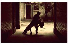 """L'amore per il bellissimo gioco del Tango Argentino """"Bene culturale immateriale"""". Così nel 2009 l'UNESCO ha definito il tango argentino, descrivendolo come un prezioso scrigno di valori e tradizioni:  """"diversità culturale"""", """"dialogo"""",  """"essenza di una #tango #unesco #tangoargentino"""