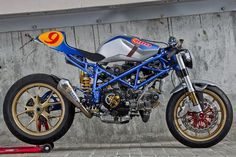 RADical Ducati – Imola - via il Ducatista Triumph Triple, Ducati Cafe Racer, Cafe Racers, Motorcycle Quotes, Motorcycle Tips, Ducati Monster, Funny Tattoos, Cycling Art, Biker Chick
