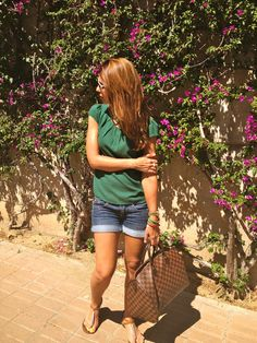Miss trendy Barcelona:  green and jeans