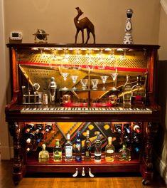 Piano Bar Re-purposed Upright Piano von GTMWoodWorking auf Etsy - Diy Möbel Piano Bar, Piano Desk, Refurbished Furniture, Diy Furniture, Music Furniture, Repurposed Furniture, Vieux Pianos, Piano Crafts, Wine Glass Storage