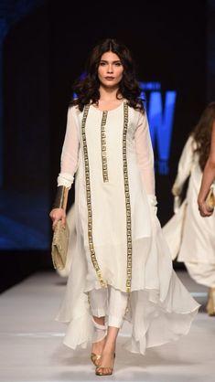 Anarkali Kurti with Palazzos Pakistani Fashion Casual, Pakistani Dress Design, Pakistani Dresses, Indian Dresses, Indian Outfits, Indian Fashion, Pakistani Kurta, Desi Wear, Stylish Dresses