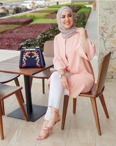 @rasha_albeick Modern Hijab Fashion, Islamic Fashion, Abaya Fashion, Muslim Fashion, Modest Fashion, Fashion Outfits, Hijab Style Dress, Casual Hijab Outfit, Stylish Hijab