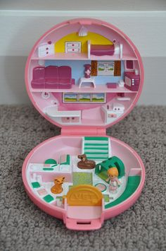Very first Polly Pocket I had! I don't think I understood that it was an animal hospital, though...
