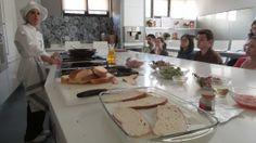 Invitados por la Escuela de Cocina Telva asistimos a una clase de cocina dirigida por Sonia Fuentes, cocinera, antigua alumna, redactora Food From Spain.Periodismo Gastronómico y Nutricional UCM, Escuela de Cocina TELVA, 15.03.2014. Imagen Nuria Blanco @nuriblan, @UCMgastro.