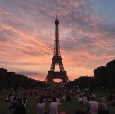 Evening in Paris City Aesthetic, Travel Aesthetic, Tour Eiffel, Beautiful World, Beautiful Places, Places To Travel, Places To Go, Pretty Sky, Oui Oui
