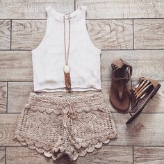Love, love, love this outfit. I especially like how the necklace looks with shorts and shoes.