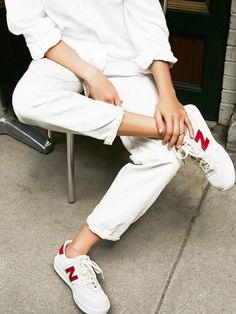 White on white weekend monochrome outfit with sneakers