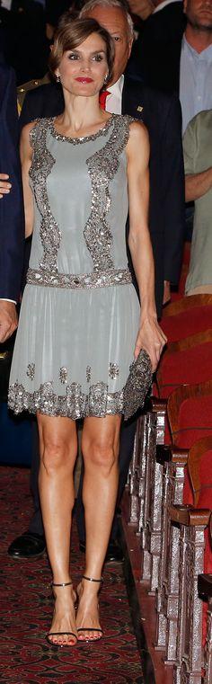 Letizia hizo ayer una aparición estelar en Miami con un look de esos que buscan impactar. La Reina desde luego siempre intenta ...                              Seguir Leyendo