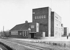 Amsterdam Noord: Graaf Willem Lodewijkschool voor gewoon lager onderwijs. Meeuwenlaan 1930.