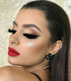 glam makeup – Hair and beauty tips, tricks and tutorials Cute Makeup, Glam Makeup, Gorgeous Makeup, Party Makeup, Simple Makeup, Eyeshadow Makeup, Wedding Makeup, Hair Makeup, Beauty Make-up
