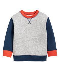 Kolla in det här! CONSCIOUS. En tröja i mjuk sweatshirtkvalitet av ekologisk bomullsblandning. Tröjan har lång raglanärm. Mudd vid ärmslut och i nederkant. - Besök hm.com för ännu fler favoriter.