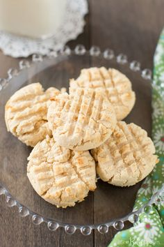 These whole food easy coconut flour shortbread cookies are gluten-free and grain-free. They are light and crumbly and ready to eat in less than 20 minutes! Coconut Flour Cookies, Coconut Flour Recipes, Keto Cookies, Gluten Free Cookies, Shortbread Cookies, Gluten Free Baking, No Bake Cookies, Gluten Free Desserts, Healthy Desserts